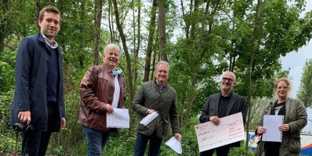 The J.D. NEUHAUS GmbH and the Witten Dentists' Association donate to the Witten Homeless Association